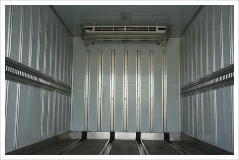 4t冷蔵箱車積荷内部